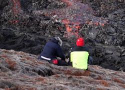 Islanda, il Fagradalsfjall erutta ancora tra frotte di turisti