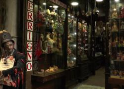 Cosa accade a San Gregorio Armeno, la via napoletana dei presepi?