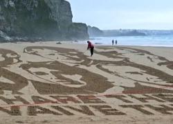 G7, protesta sulla spiaggia in Cornovaglia, appello per leader G7