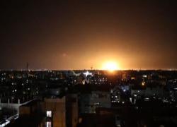 Raid israeliano su Gaza dopo il lancio di palloni incendiari
