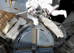 Spazio, passeggiata spaziale per i nuovi pannelli solari dell'Iss