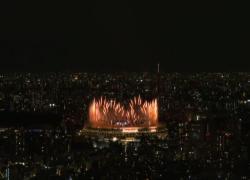 Tokyo 2020 al via con fuochi d'artificio, fuori la protesta
