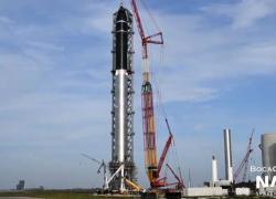 Spazio, la navetta Starship assemblata con il razzo Super Heavy