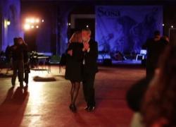 Torna il tango nelle milonghe di Buenos Aires, ma all'aperto