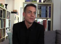 """Eugenio Viola, un curatore """"artivista"""" che coltiva le domande"""
