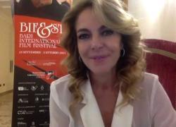 """Claudia Gerini, da """"Sulla Giostra"""" alla regia: una bella sfida"""