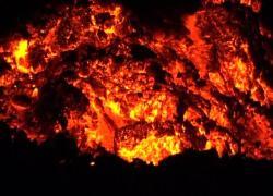 Eruzione vulcano alle Canarie, nuova colata di lava verso il mare