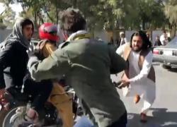 A Kabul giornalisti picchiati per non riprendere protesta donne