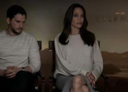 Angelina Jolie: che noia la perfezione. Zhao: la fragilità serve