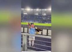 """Saluto romano falconiere della Lazio: il VIDEO del coro """"Duce Duce"""""""
