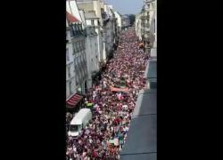 Francia, proteste e cortei contro il Green Pass: gli estremi della gestione Covid