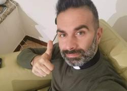 Chi è Don Cosimo Schena: il sacerdote influencer su Facebook, Tik Tok e Spotify