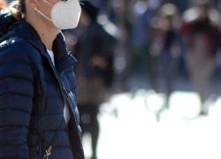 Covid: estate e mascherine, come evitare disturbi e danni alla pelle