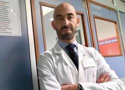 """Vaccino AstraZeneca giovani, Bassetti: """"Aifa decida se fermarlo"""""""