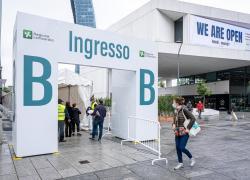 AstraZeneca, Lombardia: ok seconda dose con Pfizer o Moderna