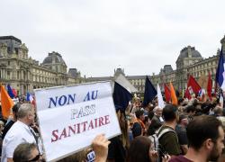 Green Pass obbligatorio, proteste in Francia: 114mila in piazza
