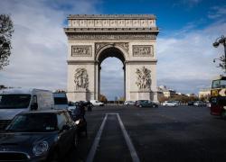 Christo, al via lavori per imballare l'Arco di Trionfo