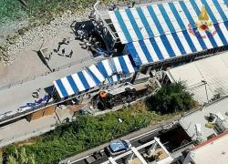Capri, minibus esce di strada e precipita: morto autista, 28 feriti