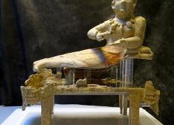 Torna a splendere urna etrusca grazie a collaborazione fra Q8 e Museo di Villa Giulia