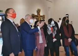 La ministra Azzolina è la prima visitatrice della Galleria degli Uffizi dopo la riapertura