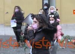 """Sit-in """"funebre"""" delle donne del settore del gioco a Montecitorio. Le immagini"""
