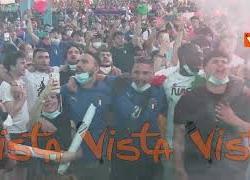 Euro2020, Inno e fumogeni tricolori a Piazza del Popolo prima di Italia-Austria