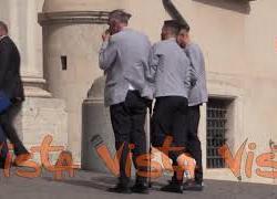 Gli Azzurri incontrano Mattarella, l'infortunato Spinazzola entra in stampelle al Quirinale