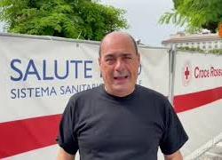 """Zingaretti riceve la seconda dose, """"Vacciniamoci per tornare a vivere liberi"""""""
