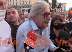 """Protesta no green pass, Sgarbi: """"Giusto che si vaccino un anziano. Ma perché obbligare i giovani?"""""""