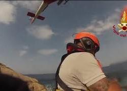 Donna in difficoltà su uno scoglio all'Isola del Giglio recuperata da elicottero Vigili del fuoco