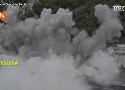 Demolito il viadotto Le Pastena sulla A24, le immagini