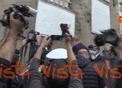 Controllo Green pass anche per il Nicola Zingaretti allingresso del Campidoglio, le immagini