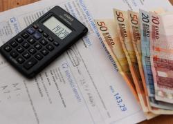 Bolletta elettrica aumento del 40 per cento: come risparmiare sui rincari