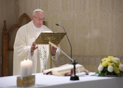 """Papa Francesco rivoluziona la messa in latino: """"In passato ne è stato abusato"""""""