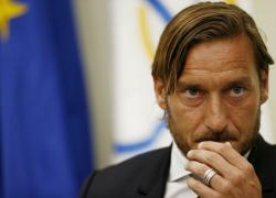 """""""The Spoon"""": Francesco Totti si scusa per il rigore agli europei del 2000"""
