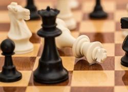 La regina degli scacchi, su Netflix la serie con Anya Taylor-Joy: storia di una donna geniale. Trama, cast, recensione