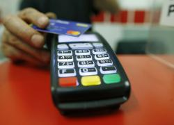 Addio ai contanti. Ma attenzione alle trappole delle carte di credito