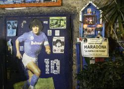 Napoli piange Maradona: 'Ciao Diego, il più grande di tutti i tempi'. Lutto cittadino