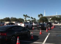 Covid, in Florida un milione di casi: il timelapse al drive-in