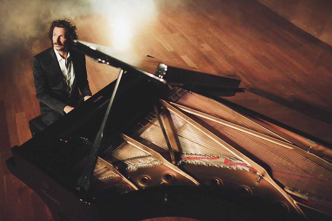 Sergio Cammariere al pianoforte _ ph. Manu elaKalì